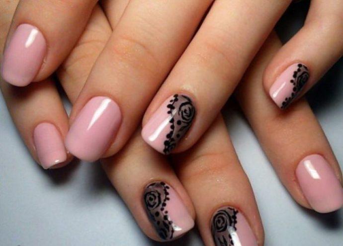 Маникюр с имитацией кружева розово-черный