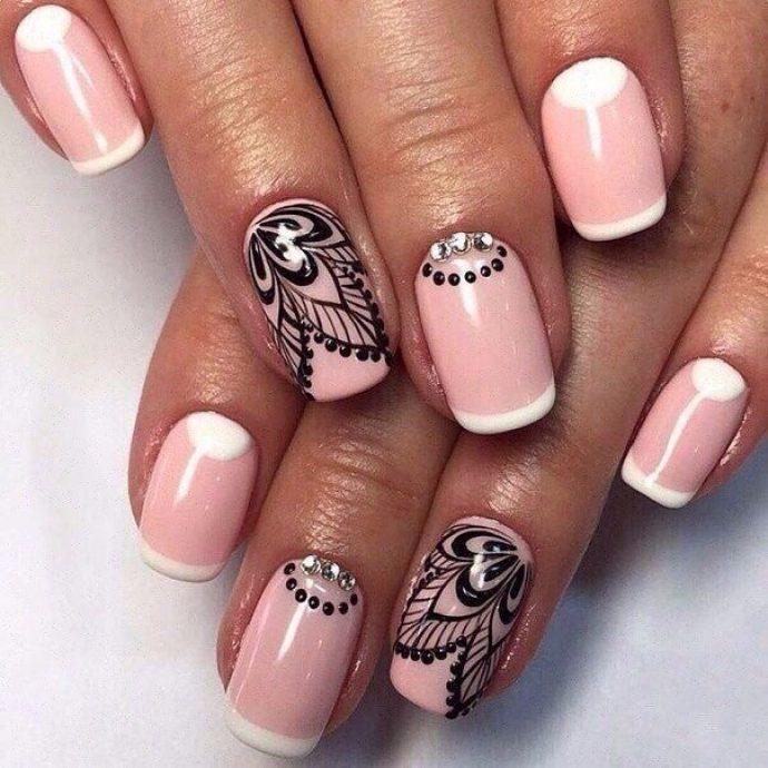 Красивый розовый с черным маникюр
