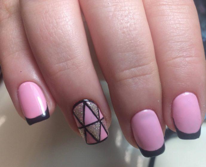 Розовый с черным маникюр
