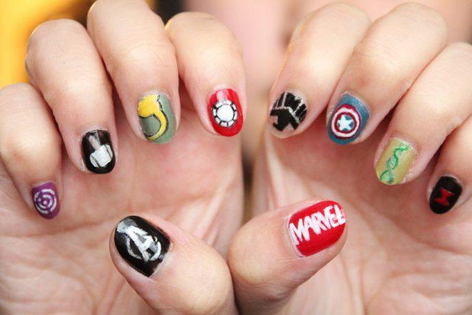Дизайн ногтей в стиле комиксов