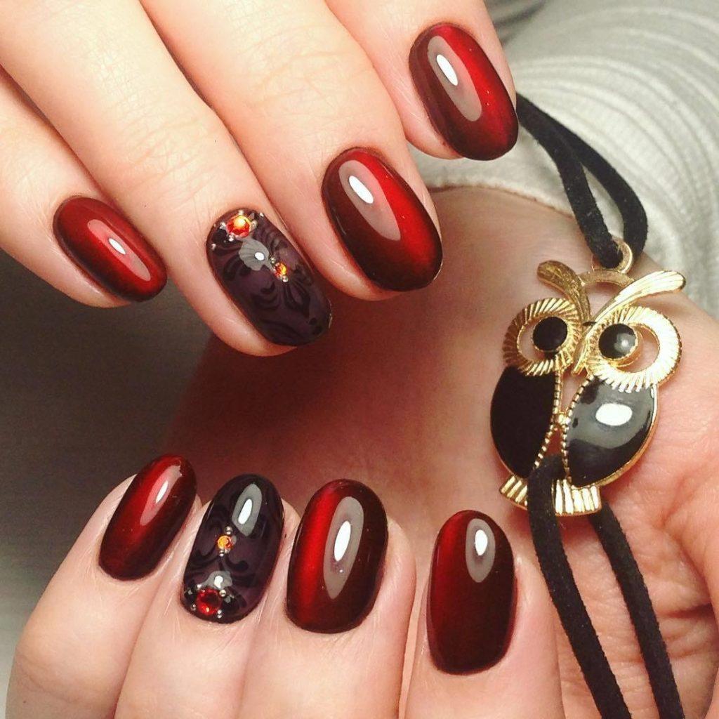 Маникюр к черному платью на короткие ногти