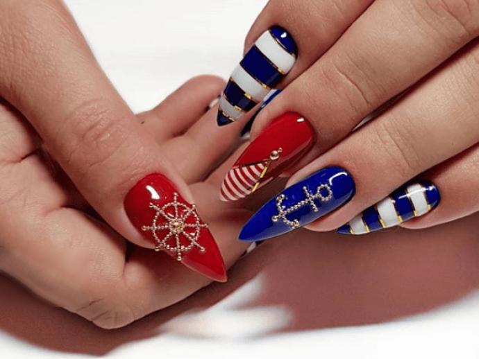 Морской маникюр для длинных заостренных ногтей