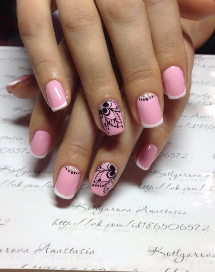 Дизайн ногтей розового цвета