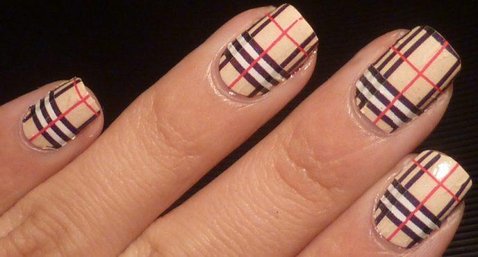 Дизайн ногтей Барбери