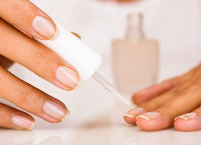 Покрытие ногтей лечебным лаком