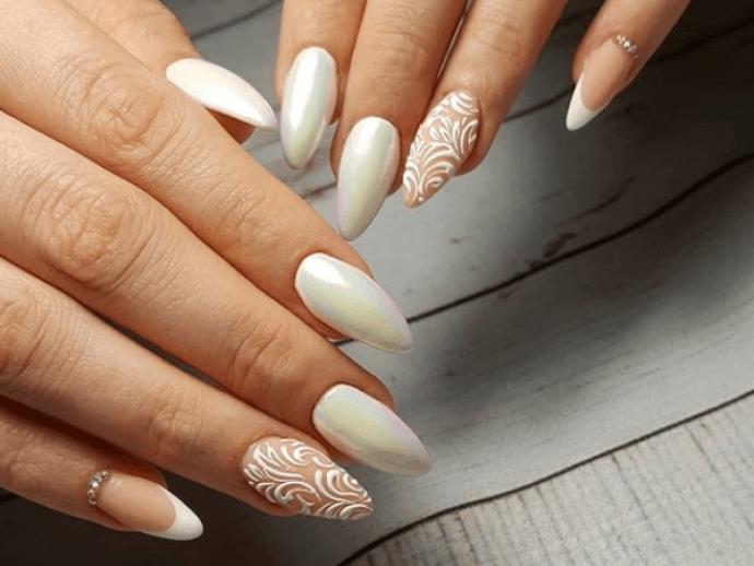 Перламутровый свадебный маникюр на острые ногти