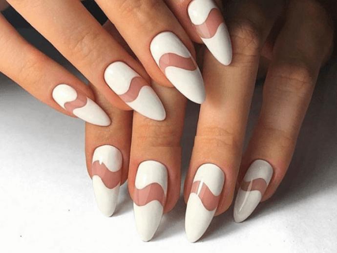 Оригинальный маникюр белого цвета на острые ногти