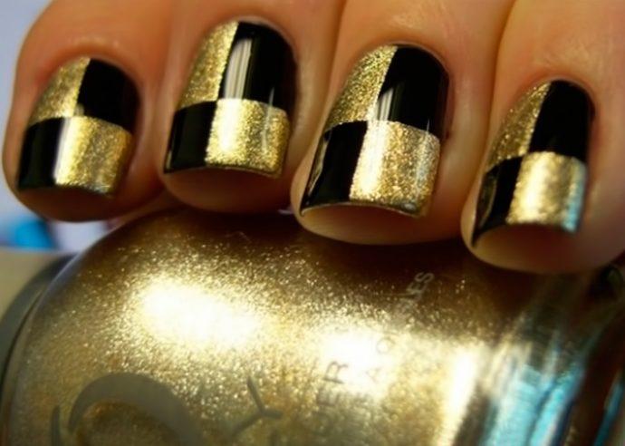 Шахматный маникюр черный с золотым