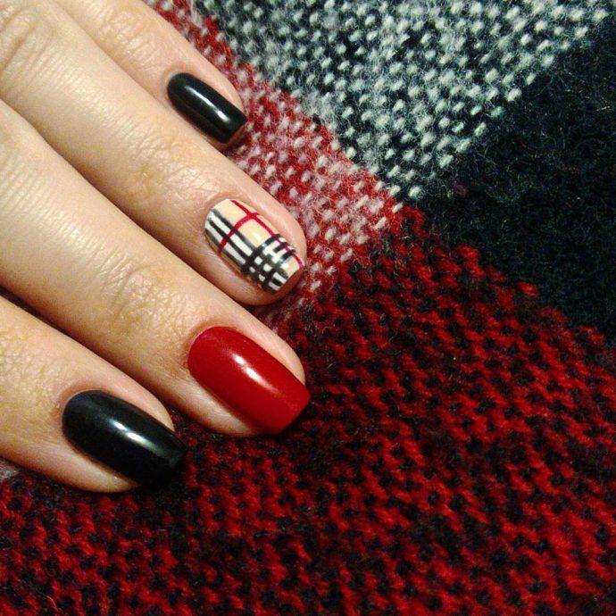 Дизайн ногтей с клеткой в стиле Барбери
