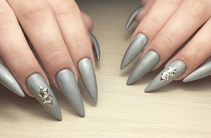 Серый маникюр для острых длинных ногтей