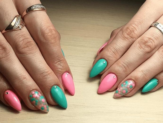 Маникюр розовый с мятным на острые ногти