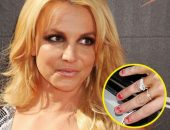 Бритни Спирс с облупившимся лаком на ногтях