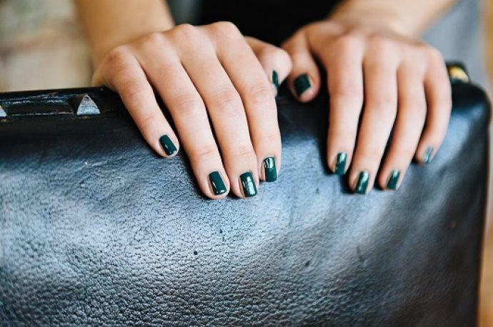 Контуринг ногтей зеленый