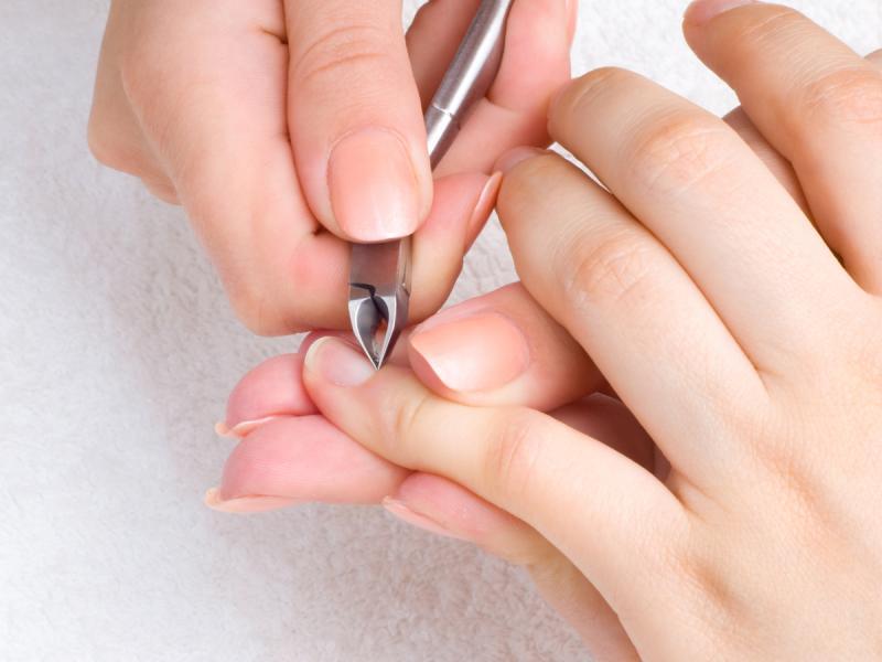 Воспаление кутикулы ногтя: лечение и причины