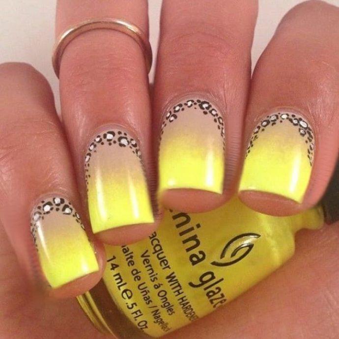 Серо-желтый маникюр омре с леопардовым декором
