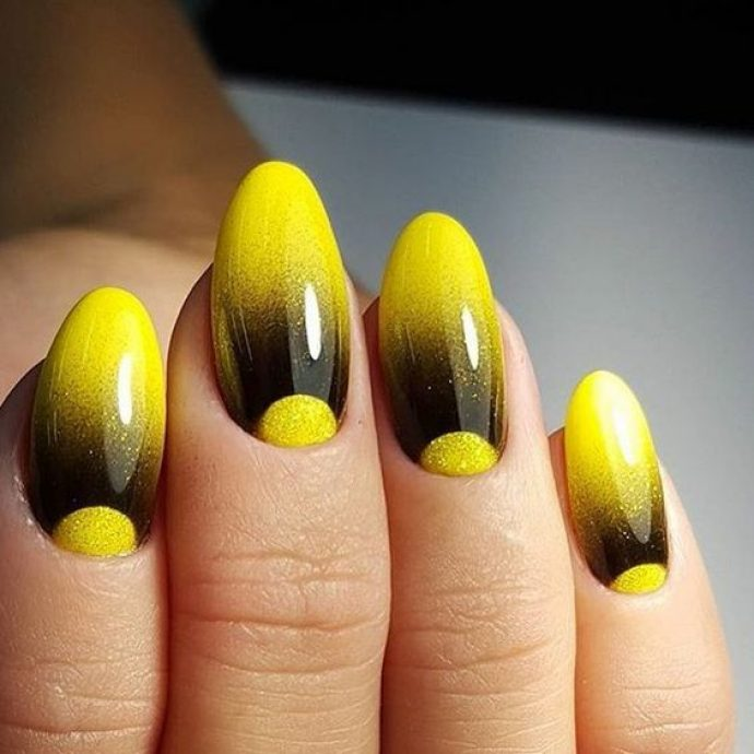 Оригинальный маникюр омбре черный с желтым