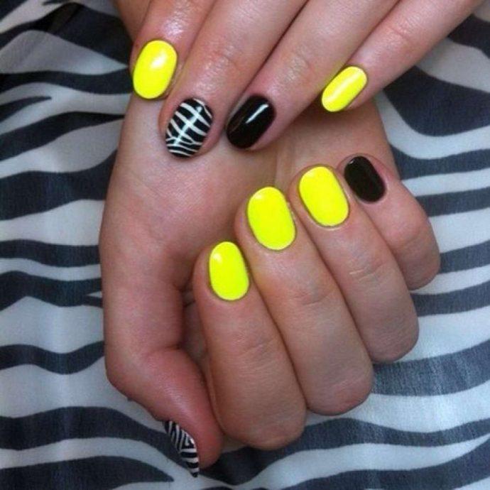 Вариант желтого маникюра с черным