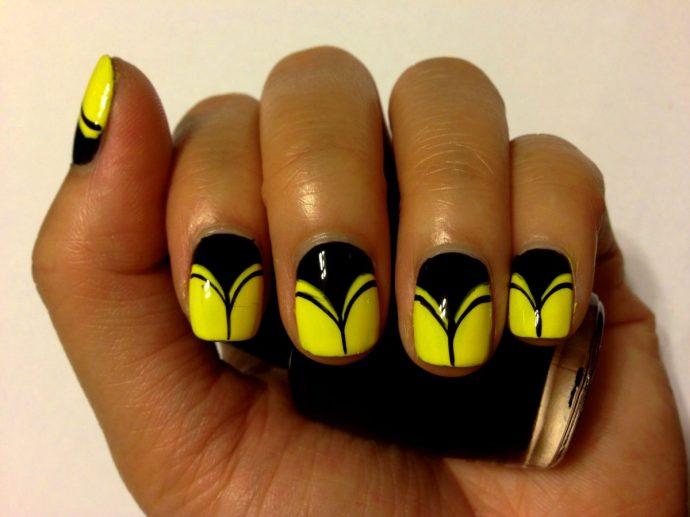 Черно-желтый маникюр