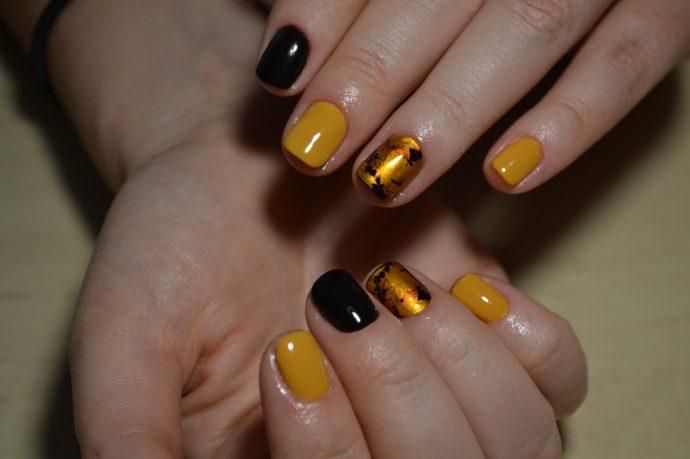 Дизайн ногтей в черно-желтых тонах