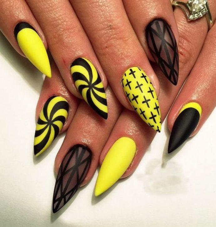Оригинальный маникюр желтый с черным