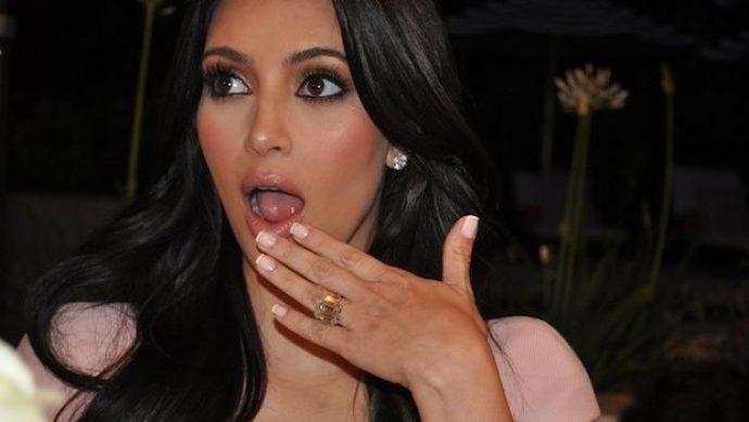 Ким Кардашьян с маникюром френч