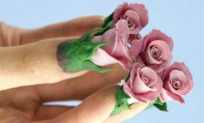 Маникюр с объемными розами