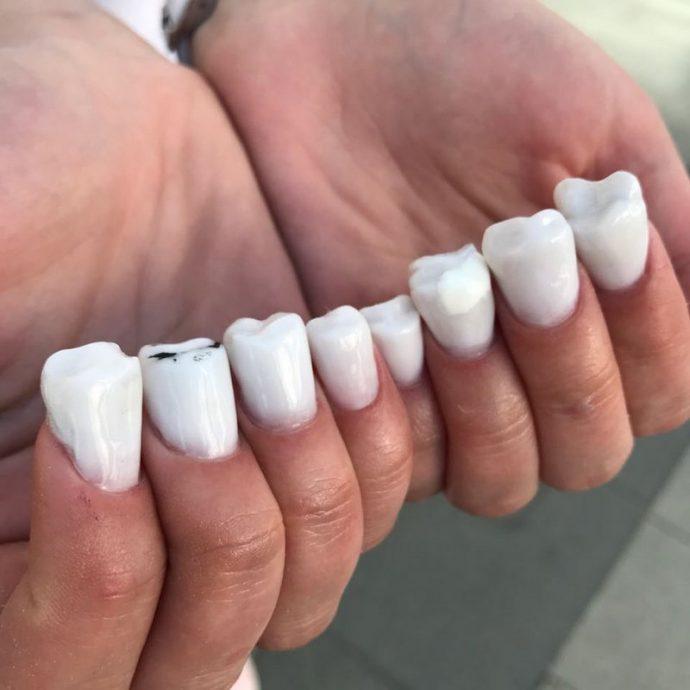 Самый ужасный маникюр с зубами