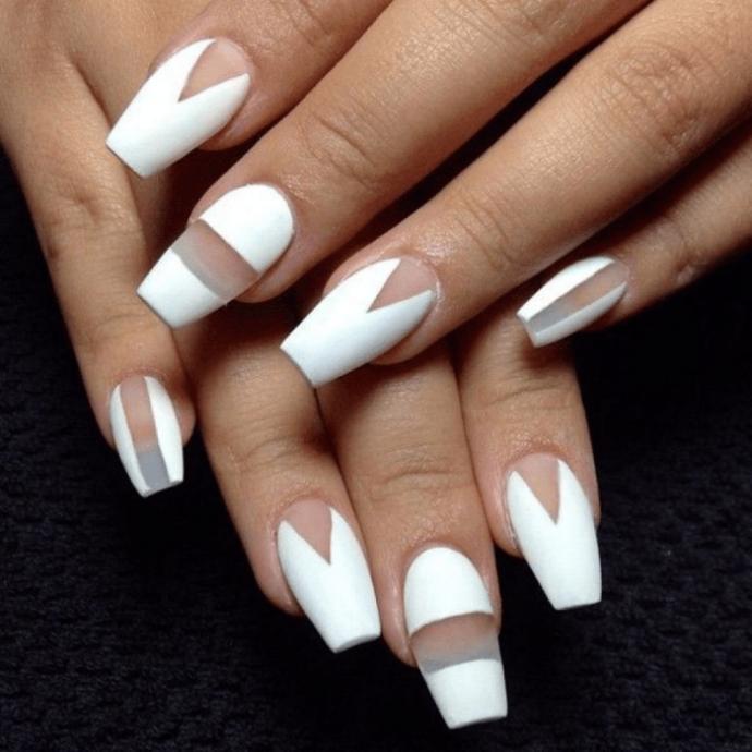 Вариант дизайна ногтей negative space