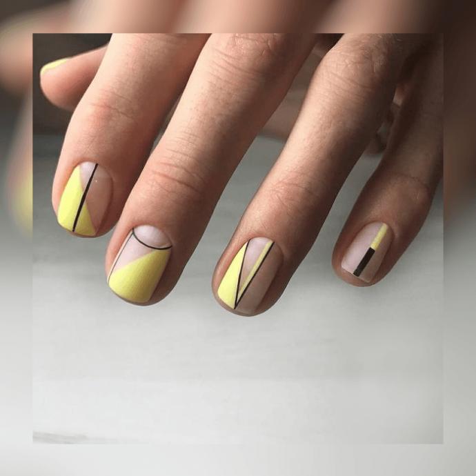Голый маникюр с желтым лаком