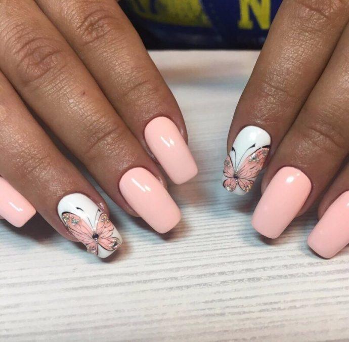Маникюр нежно-розовый с белым