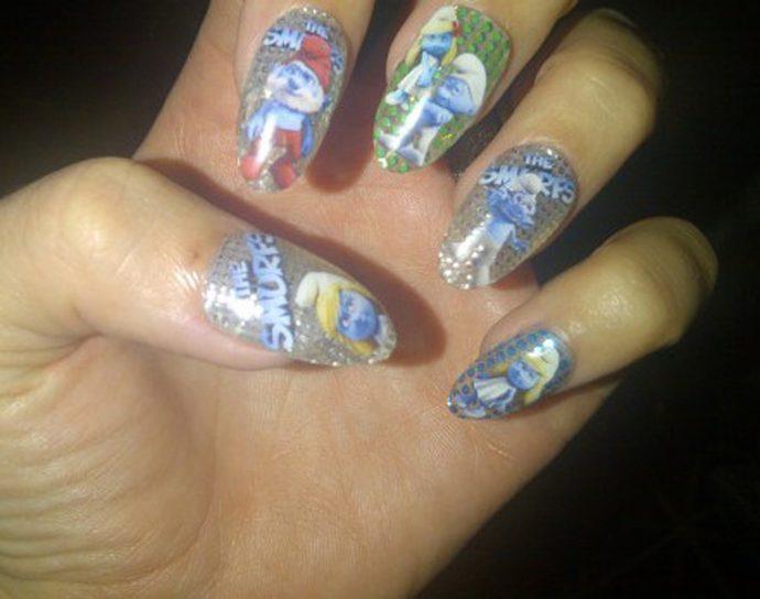 Дизайн ногтей со смурфиками от Кэти Перри