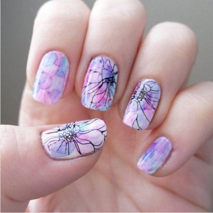 Акварельный маникюр с цветами