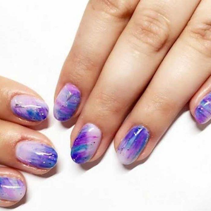 Акварельный маникюр в фиолетовых тонах