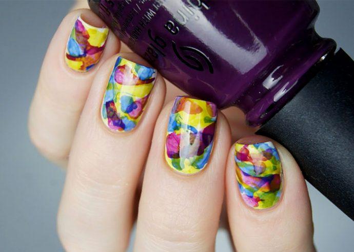 Яркий акварельный дизайн ногтей
