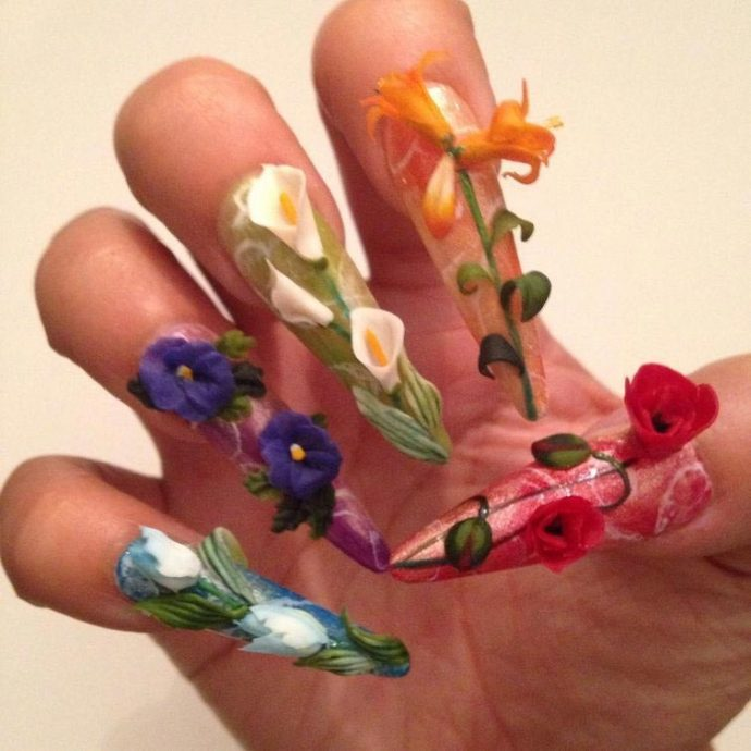 Скульптурный маникюр с цветами