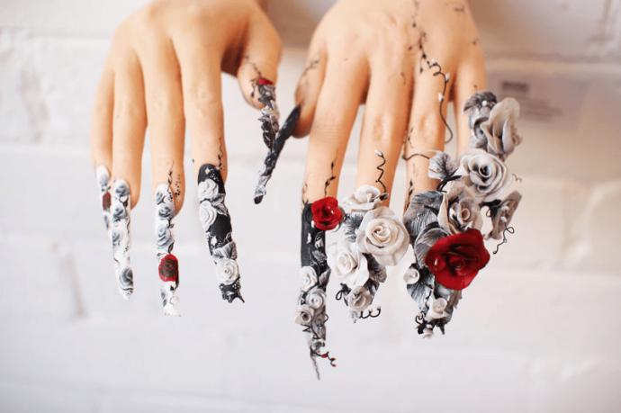 Креативный скульптурный маникюр с розами