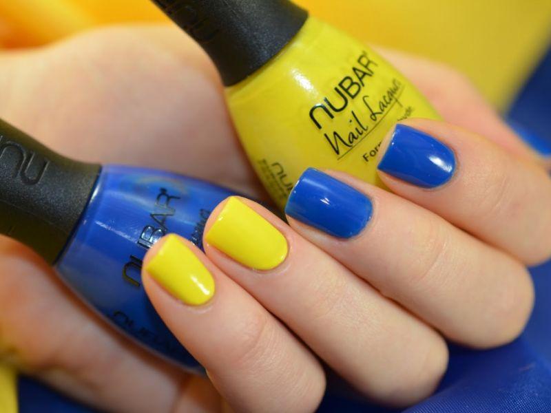 Синий с жёлтым: 25 идей маникюра на фото