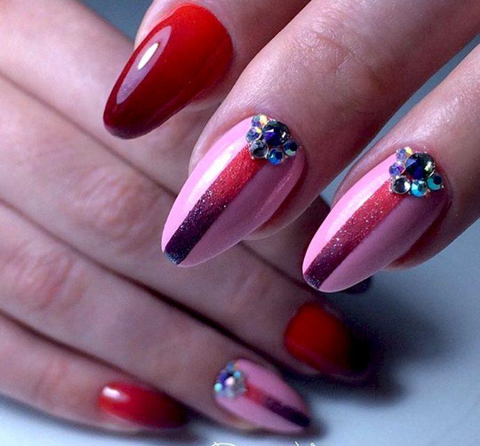 Яркий контуринг ногтей