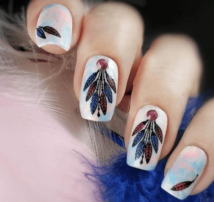 Маникюр с перьями