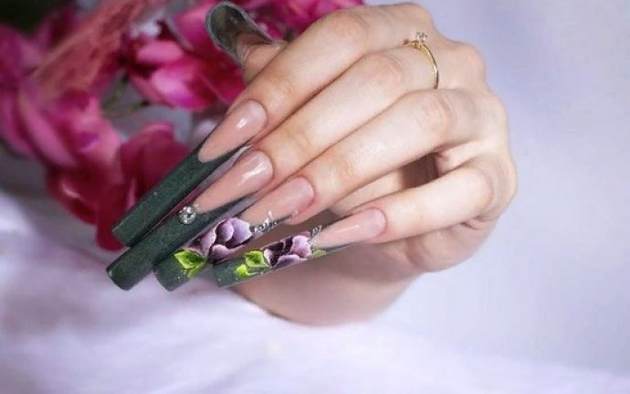 Арочное наращивание ногтей с дизайном в зеленых тонах