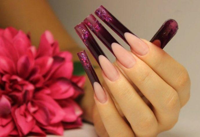 Арочный дизайн ногтей цвета марсала