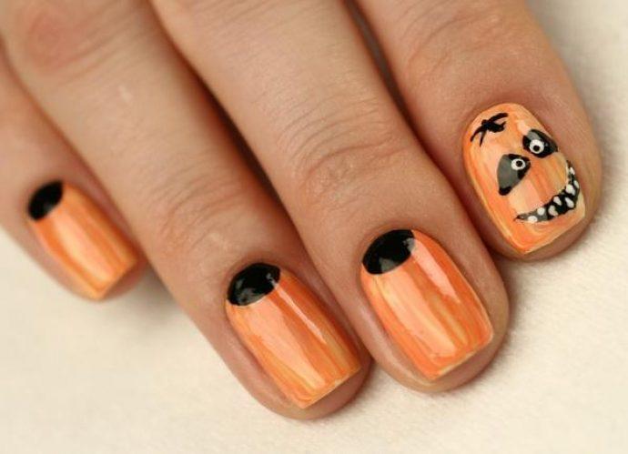 Оранжевый лунный маникюр с тыквой