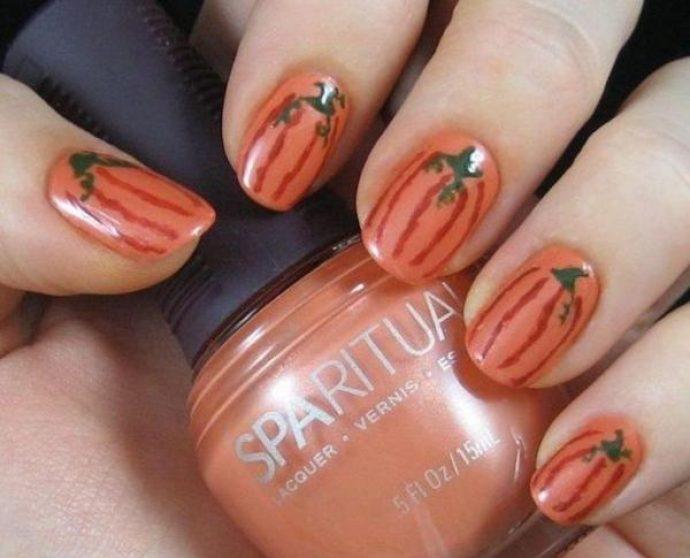 Оранжевый тыквенный маникюр