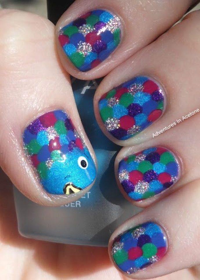 Разноцветный маникюр с рыбей чешуёй