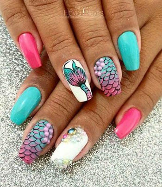 Дизайн ногтей с рыбьей чешуёй и хвостом русалки