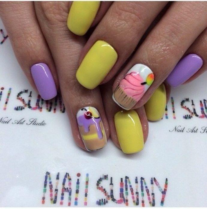 Маникюр фиолетовый с желтым со сладостями