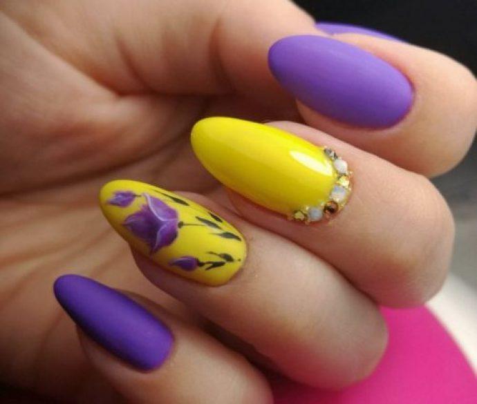 Яркий маникюр фиолетовый с желтым