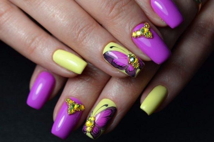 Яркий дизайн ногтей фиолетовый с желтым