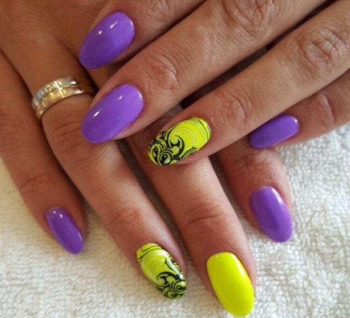 Фиолетовый маникюр с желтым и черным