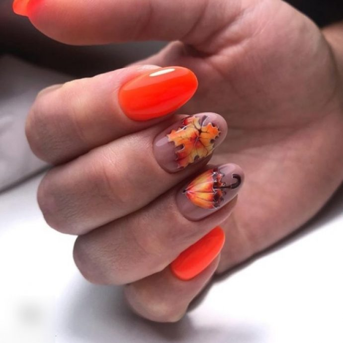 Оранжевый маникюр с зонтиком